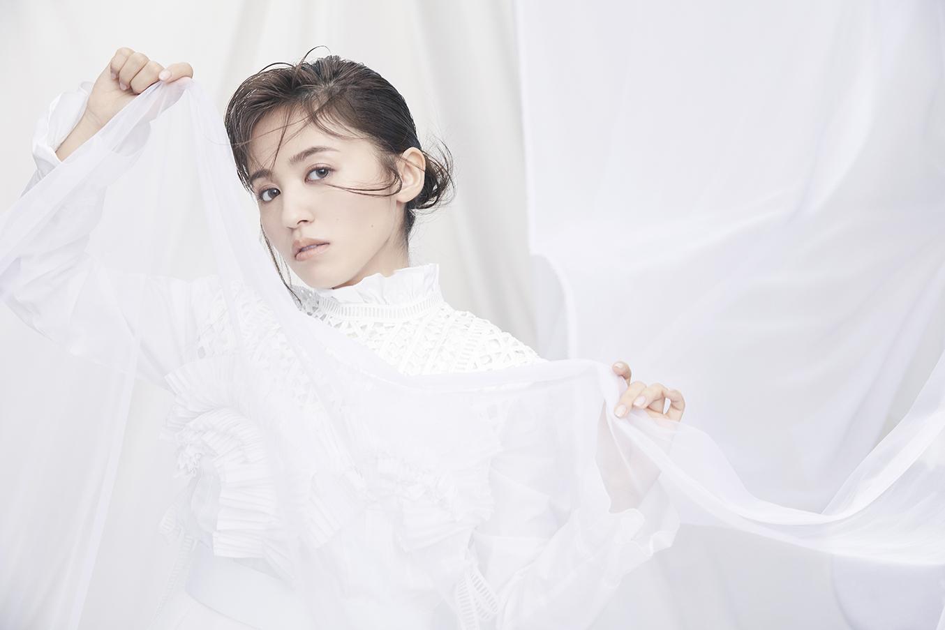 3月31日(火)に発売する1st Albumのタイトルが「Curtain raise」に決定!新ビジュアルも解禁!
